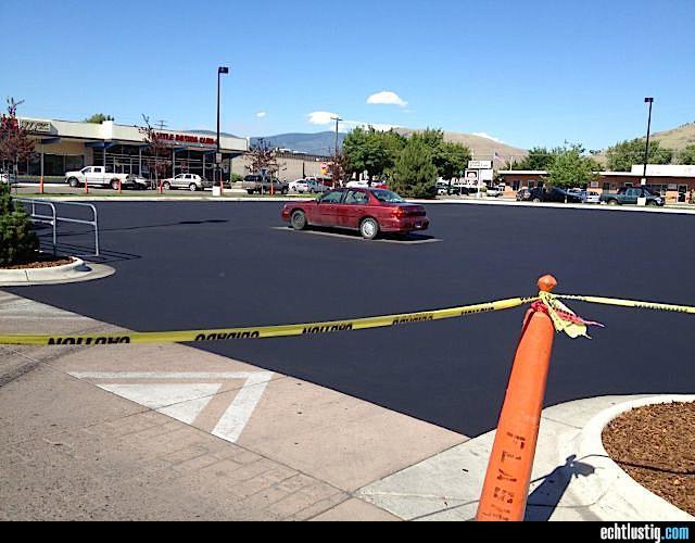 den-parkplatz-frisch-asphaltieren-fail