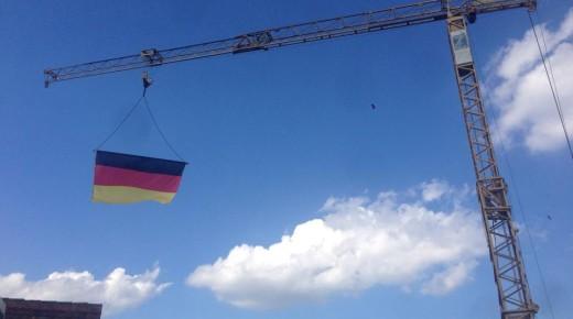 WM Dekoration auf der Baustelle