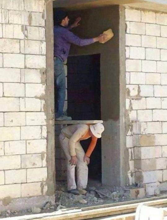 2 Beitragsbild Menschliches Gerüst Verputzarbeiten